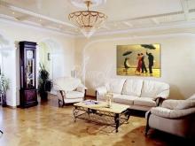 Художественное оформление интерьера квартиры. Картина Дж. Веттриано - Поющий дворецкий