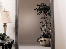 Зеркало в раме.  Предлагаем на выбор напольное зеркало в раме различного оформления