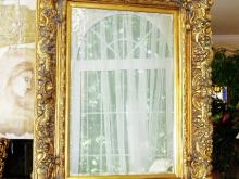 Зеркало в шикарном деревянном багете  для Вашей спальни