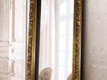 Напольное зеркало в чешском золотом багете. Зеркала — незаменимый атрибут современного интерьера